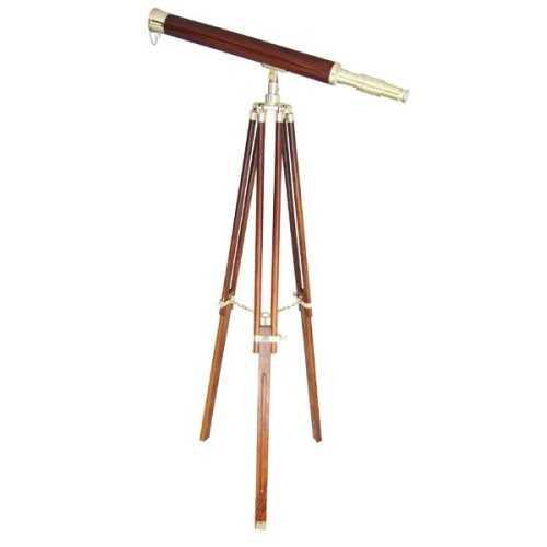 Telescopio in legno e ottone su treppiede