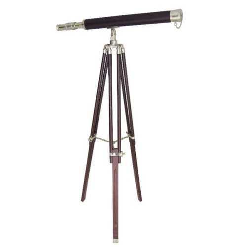 Telescopio in ottone e cuoio su treppiede in legno e ottone